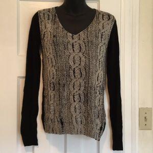 Danier knitted V- neck sweater